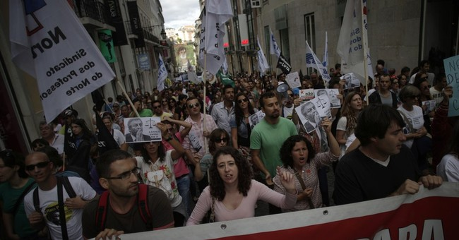 Portuguese teachers protest austerity cuts